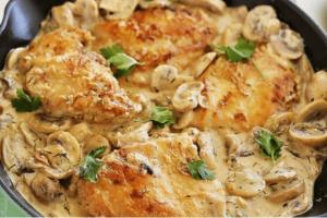 Κοτόπουλο με κρεμώδη σάλτσα μανιταριών, μουστάρδας και τυριού!