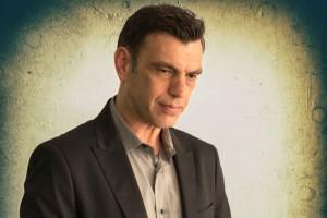 """Ο δημοφιλής ηθοποιός Μιχάλης Μαρκάτης μιλάει στο Athensmagazine.gr για την παράσταση """"Οι Άτρωτοι""""!"""
