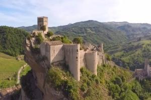 Το υπέροχο μεσαιωνικό κάστρο στην Ιταλία που ενοικιάζεται για 114 δολάρια!