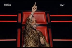 The Voice: Παγώσαμε! Το κρύο αστείο του Πάνου Μουζουράκη! (video)