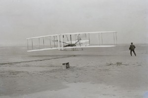 Σαν σήμερα στις 17 Δεκεμβρίου το 1903 έγινε η ιστορική πτήση των αδελφών Ράιτ!