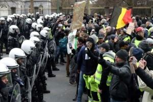 """Παρίσι: Νέες συγκρούσεις αστυνομικών με τα """"κίτρινα γιλέκα"""" !"""