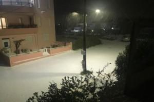 """Ντύθηκε στα """"λευκά"""" το Ηράκλειο Κρήτης: Χιόνιζε όλη τη νύχτα! (photos)"""