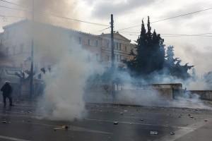Συλλαλητήριο για τη Μακεδονία: Ένταση και οργή στο Σύνταγμα! - Έπνιξαν τους διαδηλωτές στα χημικά!