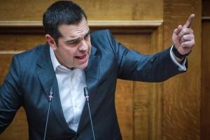 """""""Καθίστε κάτω, τώρα μιλάει ο πρωθυπουργός της χώρας""""! Έξαλλος ο Τσίπρας στο βήμα της Βουλής!"""