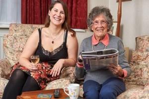 Τι άλλο θα δούμε: 27χρονη φοιτήτρια συγκατοίκησε με 95χρονη για να πληρώνει μικρότερο ενοίκιο!