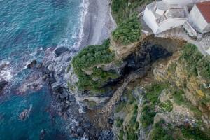 Σκόπελος: Κατολίσθηση εξαφάνισε πλαγιά - Σπίτια στο χείλος του γκρεμού! (photos)