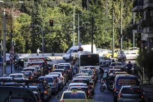 Απίστευτο μποτιλιάρισμα στο Χαϊδάρι στο ρεύμα προς Αθήνα λόγω τροχαίου