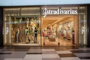 Stradivarius: Tα πιο ωραία κομμάτια των εκπτώσεων!