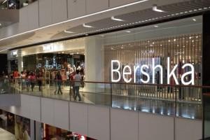"""Bershka: Το τέλεια μποτάκια στο πιο """"hot"""" χρώμα της σεζόν κοστίζουν μόνο 13 ευρώ!"""
