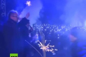Σοκαριστικό βίντεο: Η στιγμή της επίθεσης με μαχαίρι σε δήμαρχο της Πολωνίας!