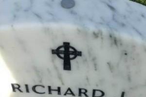 Να τι σημαίνει αν δείτε ένα νόμισμα πάνω από ένα τάφο…