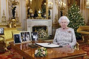 Για ποιο λόγο η βασίλισσα Ελισάβετ κρατάει την χριστουγεννιάτικη διακόσμηση έναν μήνα παραπάνω;