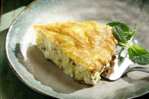 Εύκολη τυρόπιτα με γιαούρτι χωρίς φύλλο!