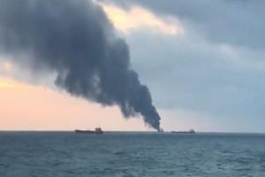 Κριμαία: Φωτιά σε δύο πλοία έπειτα από έκρηξη! (Video)