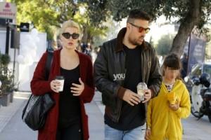 Mαρία Κορινθίου - Γιάννης Αϊβάζης: Μαζί με την κορούλα τους οικογενειακή βόλτα στην Γλυφάδα!