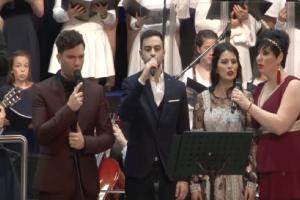 Άκρως συγκινητικό: H Συμφωνική Ορχήστρα Νέων Ελλάδας τραγουδάει το Μακεδονία Ξακουστή! (Video)