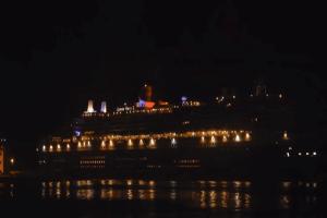Στο λιμάνι του Πειραιά το υπερωκεάνιο Queen Mary 2! (Video)