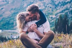 5 πράγματα που δεν πρέπει να μοιράζεσαι με τη σχέση σου στα σόσιαλ