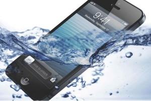 Τι πρέπει να κάνεις αν το κινητό σου έπεσε σε νερό!