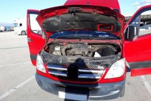 Πάτρα: Άνοιξαν τη μηχανή του αυτοκινήτου και έπαθαν πλάκα - Αυτό που έβλεπαν δεν το πίστευαν! (photos)
