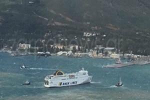 Κρήτη: Πλοίο θαλασσοδέρνεται εξαιτίας των ισχυρών ανέμων! (Video)