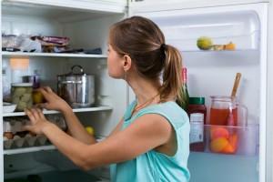 Πώς θα εξαφανίσεις σε χρόνο... μηδέν τις δυσάρεστες μυρωδιές από το ψυγείο;