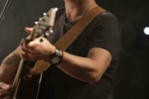 Πασίγνωστος Έλληνας τραγουδιστής συγκλονίζει:  «Κανένας ηρωινομανής δεν...»!