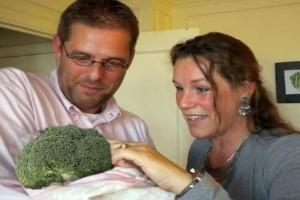 Ζευγάρι υιοθέτησε μπρόκολο γιατί δεν ήθελε παιδί από σάρκα και αίμα!