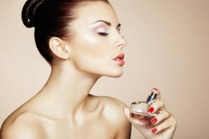Θέλεις να μυρίζεις πάντα τέλεια; - 6 tips για να αφήνεις το άρωμα σου παντού!