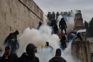 """""""Εσείς μας δίνετε τα χημικά που ρίχνουμε""""! Ένωση Αστυνομικών Αττικής κατά της κυβέρνησης!"""