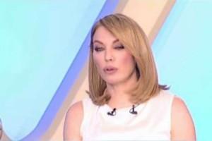 Φανερά εξαντλημένη η Τατιάνα Στεφανίδου στην έναρξη της εκπομπής! (video)