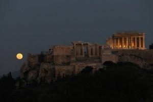 Η φωτογραφία της ημέρας: Η μαγική υπερπανσέληνος στην Αθήνα!