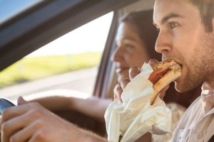 Πώς να αφαιρέσεις λεκέδες φαγητού από τα καθίσματα του αυτοκινήτου