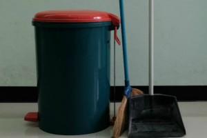 Δύο απλά και έξυπνα tips για να μην μυρίζουν τα σκουπίδια του σπιτιού σας!