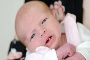 Δεν θα το πιστεύετε! Νεογέννητο μωράκι άνοιξε το στοματάκι του και...