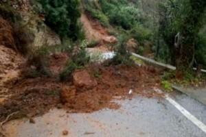 """Κακοκαιρία """"Χιόνη"""": Κατολίσθηση απέκλεισε χωριό στην Κρήτη!"""