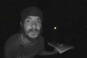 Έπος: Εντοπίστηκε κι άλλος άνδρας να... γλείφει κουδούνια! (video)
