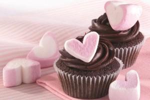 Φτιάξε μόνη σου cupcakes σε σχήμα καρδιάς για την ημέρα του Αγίου Βαλεντίνου!