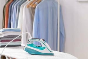 Αυτό είναι το τέλειο κόλπο για να έχεις σιδερωμένα ρούχα χωρίς να κουράζεσαι! (video)