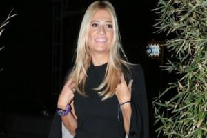 Φαίη Σκορδά: Η παρουσιάστρια επέλεξε το ωραιότερο λευκό φόρεμα!