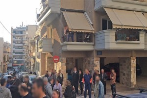 Απίστευτη τραγωδία στον Νέο Κόσμο: Γυναίκα έπεσε μαζί με το μωρό της από τον 5ο όροφο!
