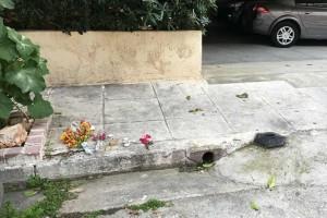 Τραγωδία στον Νέο Κόσμο: Άφησαν λευκά παπούτσια στο σημείο όπου βρέθηκε το 4χρονο κοριτσάκι!