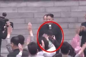 Κιμ Γιονγκ Ουν: Aπέλησε τον προσωπικό του φωτογράφο επειδή τον «έκρυψε» από το κοινό για τρία δευτερόλεπτα!