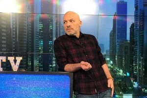 Open: Πανικός στο κανάλι με τον Νίκο Μουτσινά!