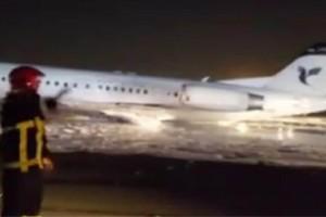 Συναγερμός στην Τεχεράνη: Αεροπλάνο με 100 επιβάτες πήρε φωτιά!