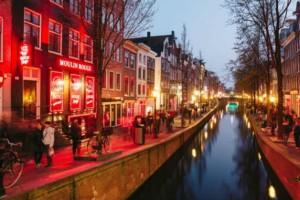 """Άμστερνταμ: Τέλος οι ξεναγήσεις στα... """"κόκκινα φανάρια""""!"""
