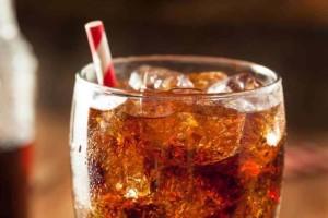 Απίστευτο στις ΗΠΑ: Δικαστήριο απαγόρευσε σε καταδικασθέντα να πίνει το αγαπημένο του αναψυκτικό!