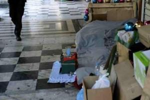Απίστευτο! Άστεγη με καταθέσεις εκατoμμυρίων ευρώ!