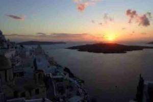 Σαντορίνη: Οι επιστήμονες κάνουν λόγο για ενδεχόμενη έκρηξη του ηφαιστείου!